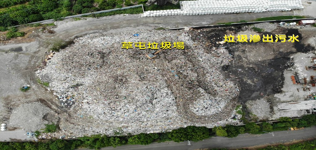 環團空拍發現垃圾場有污水滲出的狀況。台灣水資源保育聯盟提供
