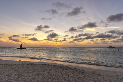 sunset sun dusk sunrays sunlight light evening beach aruba island caribbean onehappyisland sea water calm relax boat holiday clouds sky colours reflection nature outdoors landscape