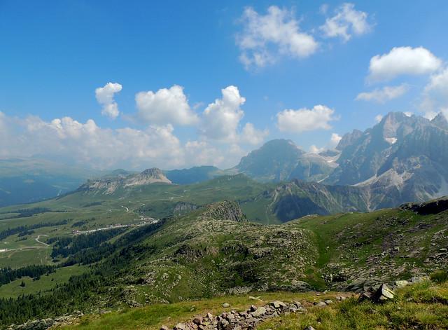 Dalla cima della Cavallazza verso il Passo Rolle