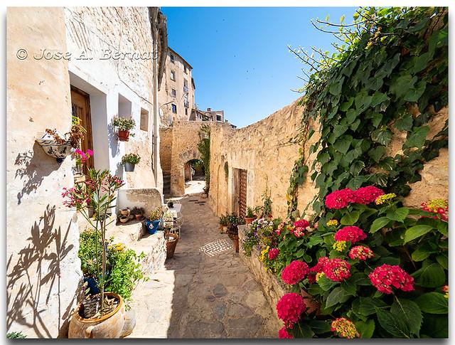 Barrio medieval del pueblo de Bocairent, Comunidad Valenciana, España.