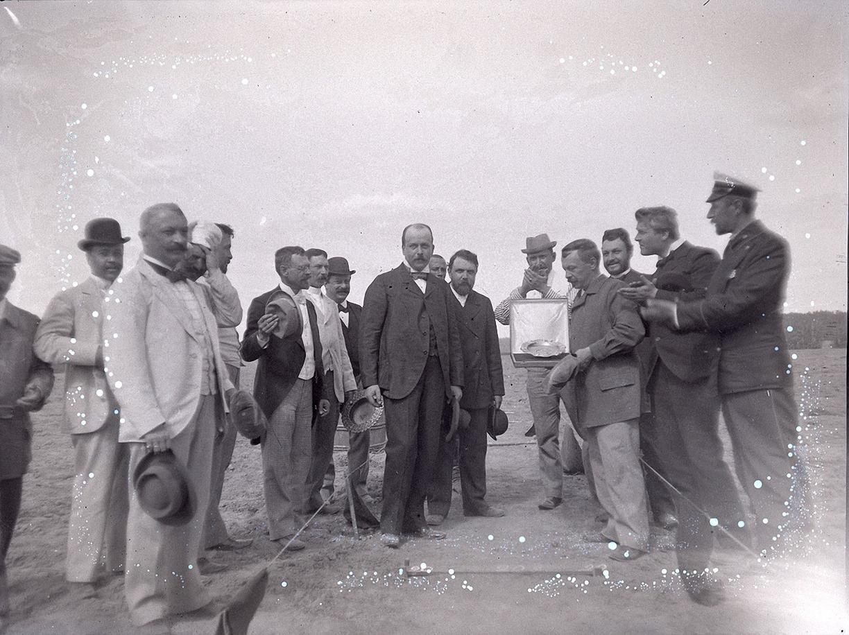 19. 1898. 14 июня. Стрельбы в Киреево. Групповое фото участников соревнования по стрельбе. Награждение. Второй справа Федор Шаляпин.