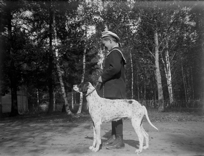 07. 1898. Василий Живаго с собакой