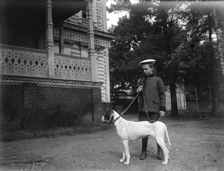06. 1898. Василий Живаго с собакой