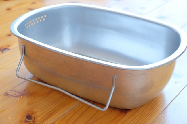 立つ洗い桶
