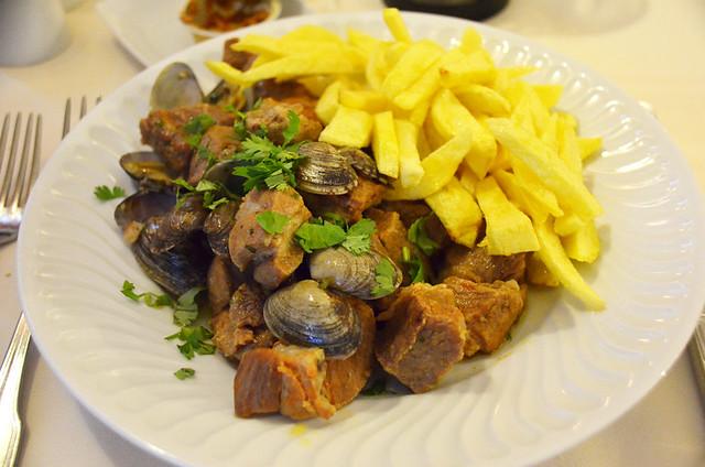 Carne de porco á Alentejana , Marvao, Portugal