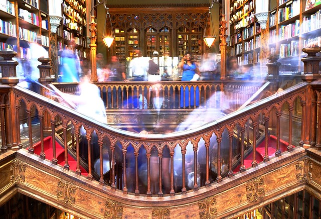 Livraria Lello ghosts I