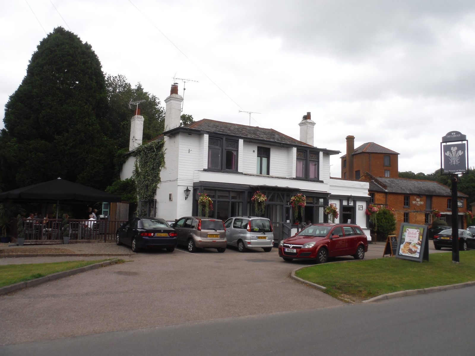 Prince of Wales, West End SWC Short Walk 17 - Oxshott Heath, Esher and West End Commons