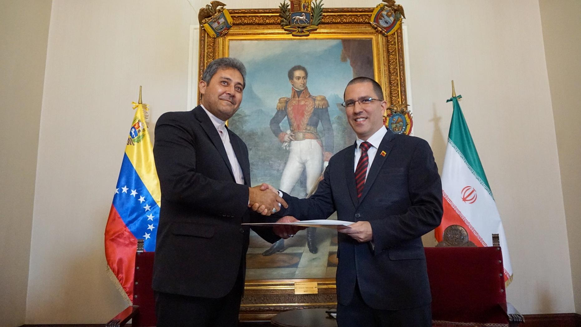 Embajador de Irán en Venezuela presenta Copias de Estilo