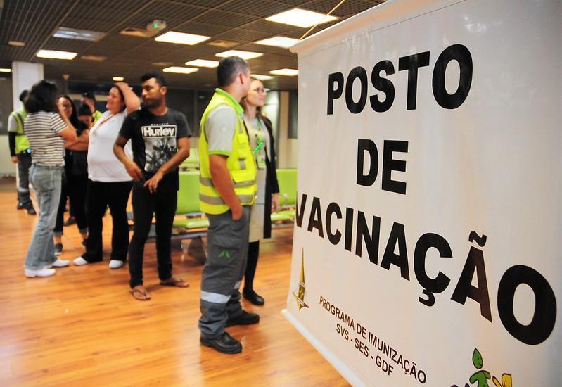 Saúde monta sala de vacinas no aeroporto de Brasília