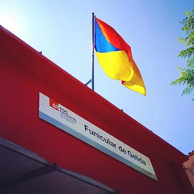 La #bandera de #Gelida oneja per primer cop a la terrassa del Centre d'Interpretació del #Funi #Funicular #Penedès