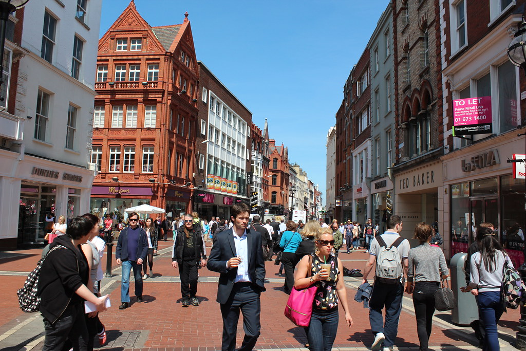 Dublin,_IE._Grafton_Street._May_23,_2012.__1200H