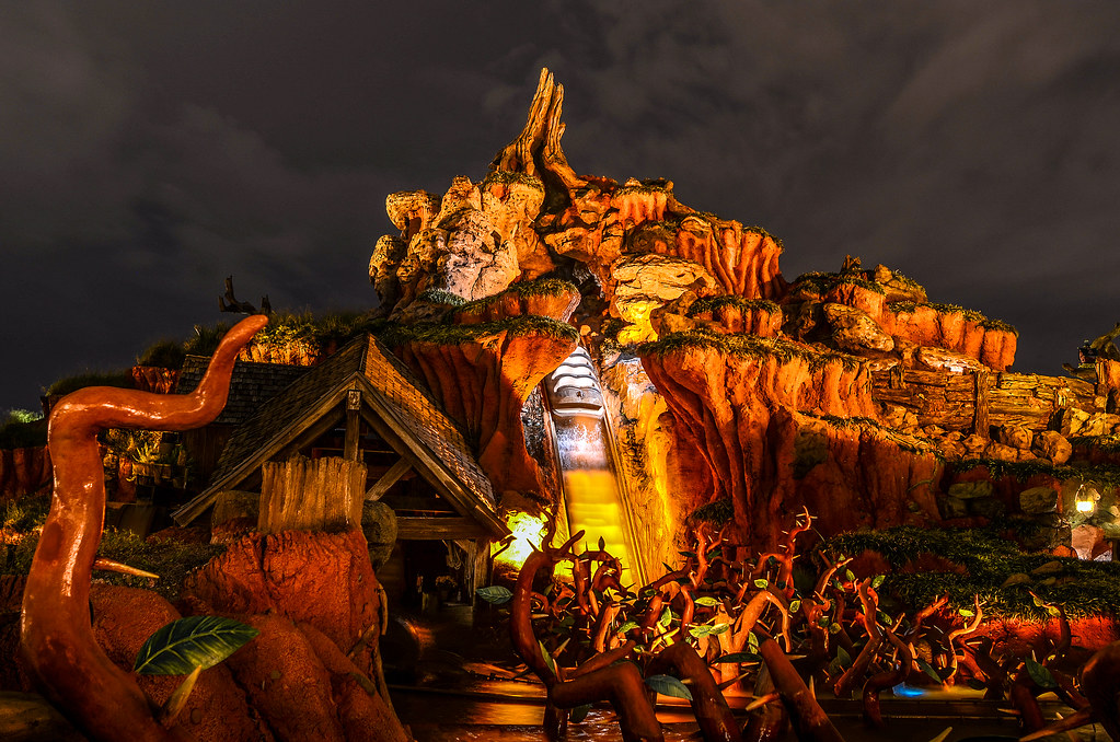 Splash Mountain night MK