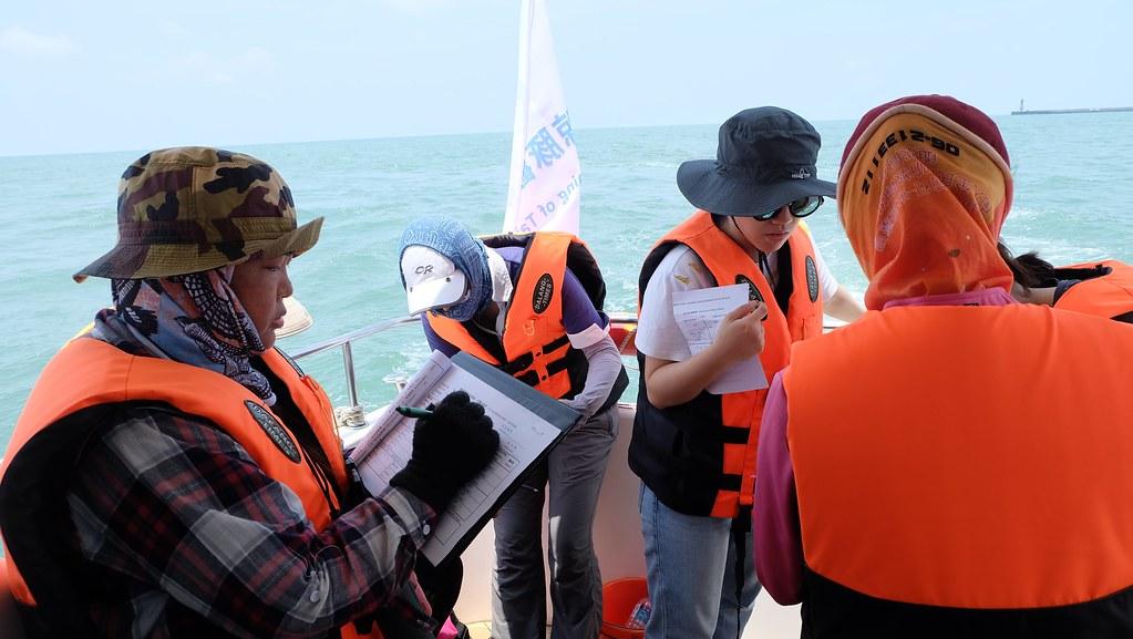 海上MMO海上培訓課程,觀察、紀錄、通報都是MMO工作的一環。攝影:陳文姿