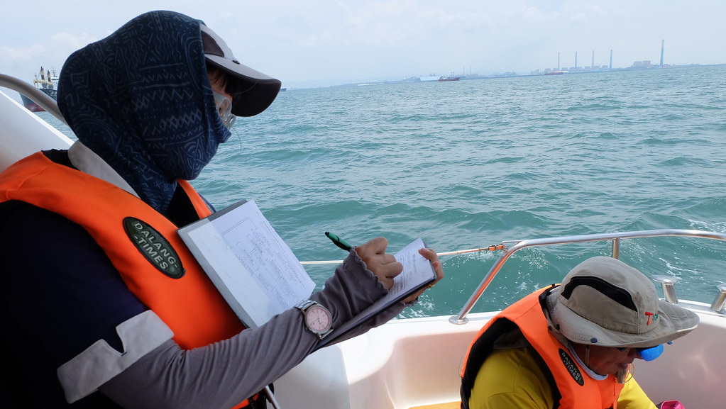 MMO海上培訓課程,觀察、紀錄、通報都是MMO工作的一環。攝影:陳文姿