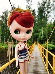 Having a summer trip around western Finland. Now we are checking out Pietarsaari ☺️    #blythe #blythedoll #doll #blytherougenoir #rougenoir #takara #takarablythe #dolliina #crochet #crochetdollclothes #crochetswimwear #dollclothes