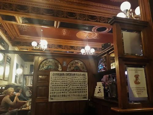 Leslie Bar