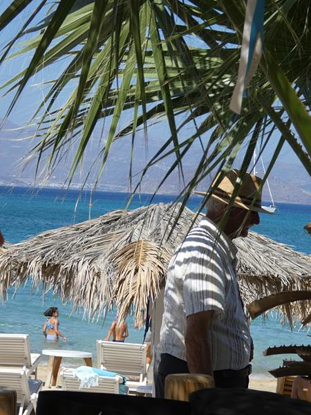 vieux grec sur la plage