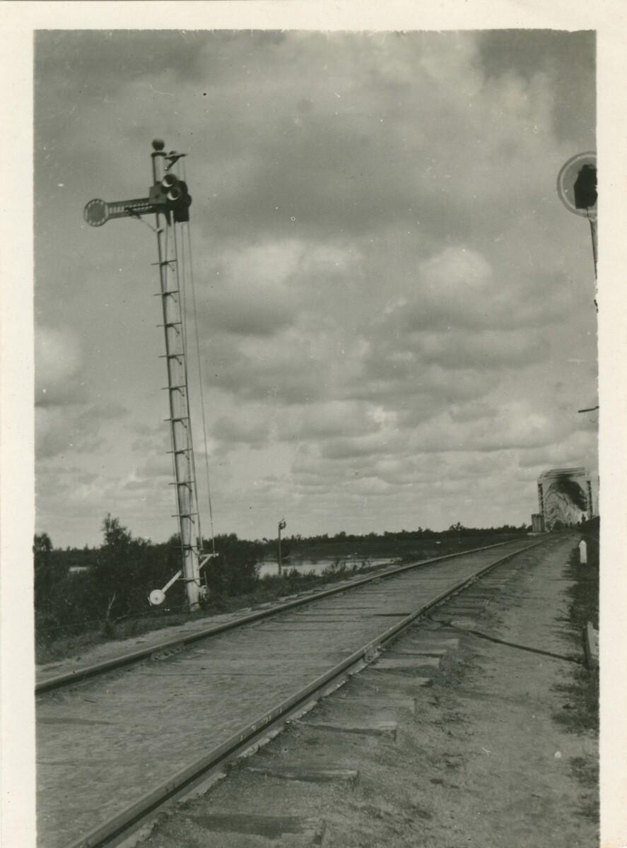 Железнодорожные пути и вышка