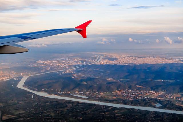 Anflug auf Wien bei Sonnenuntergang