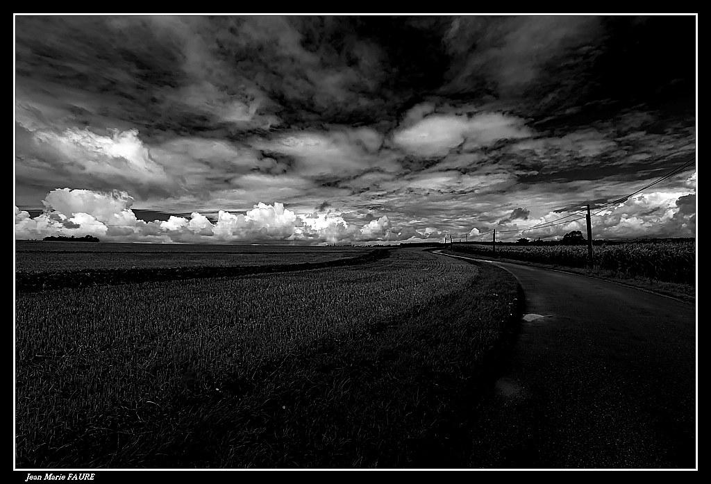 Petite Route au Milieu des Champs....