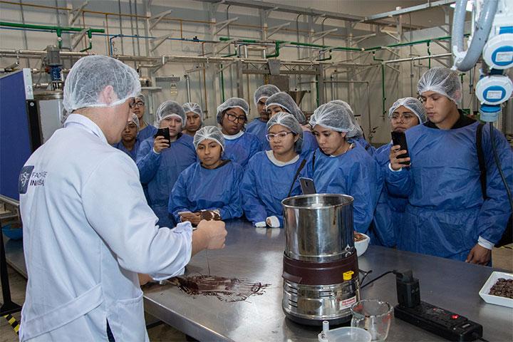 USIL ofreció un taller sobre alimentos en los laboratorios de Pachacámac