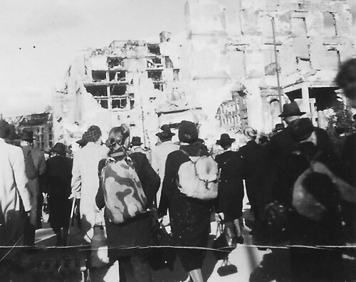 1945-Berlin-076-Berliners to Work and School