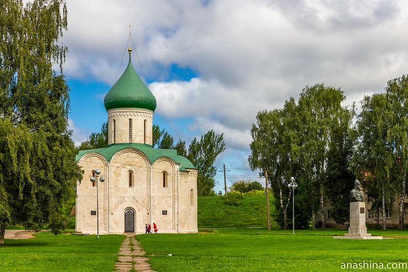 Спасо-Преображенский собор и бюст Александра Невского, Переславль-Залесский
