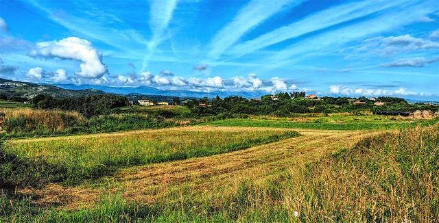 Sierra. Ruiloba. Cantabria, infinita en sus prados, sus cielos, sus montañas, sus pueblos, su gente.