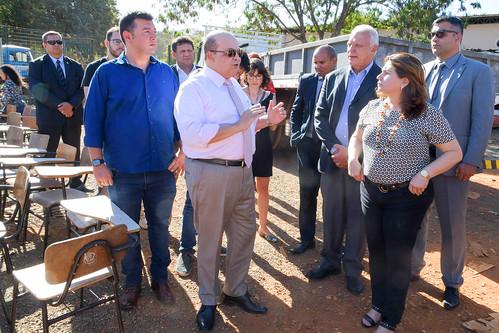 Governador visita deposito no SIA