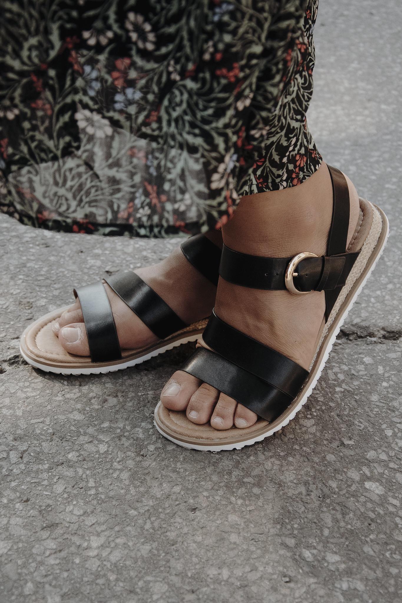 camille dg jupe longue rue sandales noires