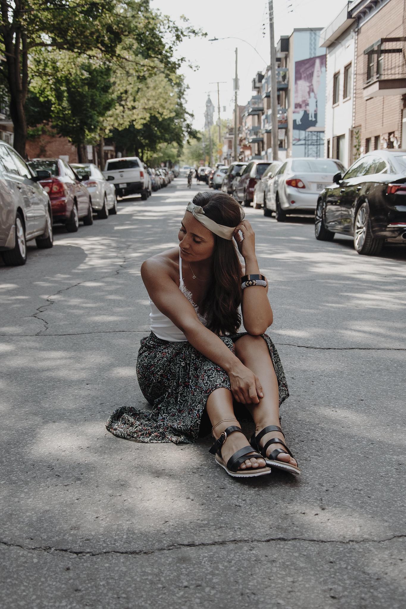 camille dg jupe longue rue assise