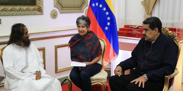 Presidente Nicolás Maduro recibe al Gurudev Sri Sri Ravi Shankar, defensor de las causas justas de la humanidad y embajador de la Paz, en el Palacio de Miraflores