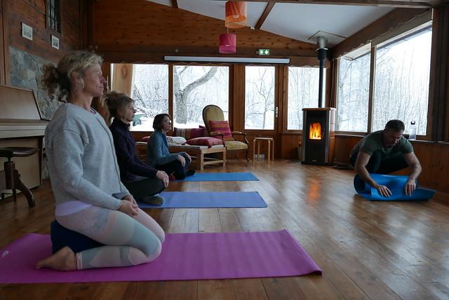 Yoga en sneeuwschoenwandelen in de Vercors