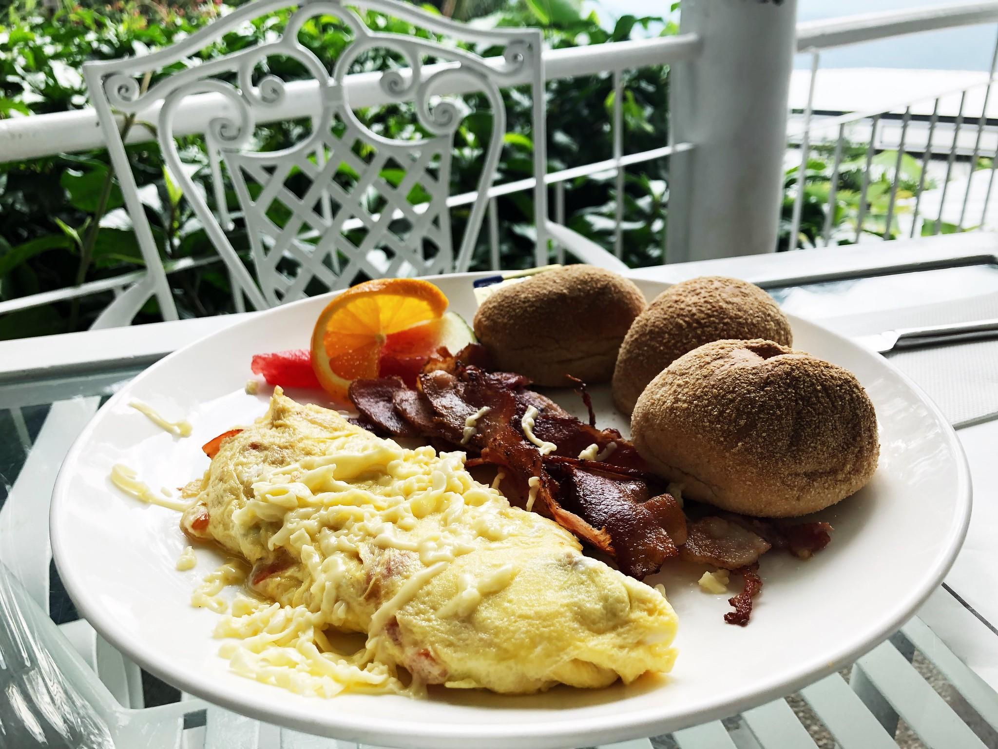 Cẩm nang ăn uống ở Tagaytay - eggs and cheese omellete
