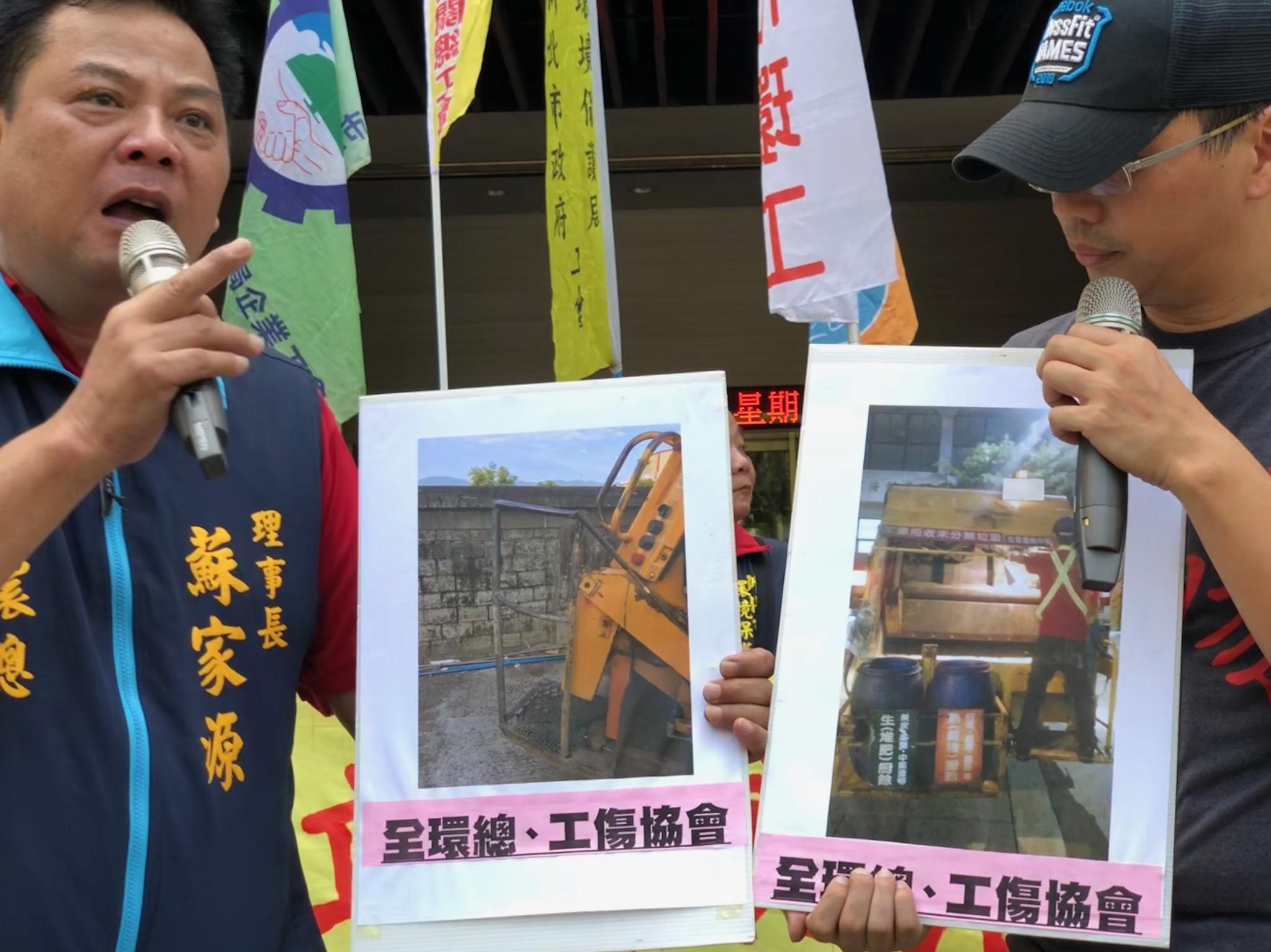 全環總理事長蘇家源現場出示垃圾車後斗的工作圖示。(攝影:王顥中)