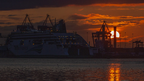 sunset liffey docks ship offshoot irishferries