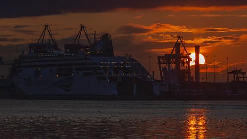 sunset liffey docks ship offshoot irishferries
