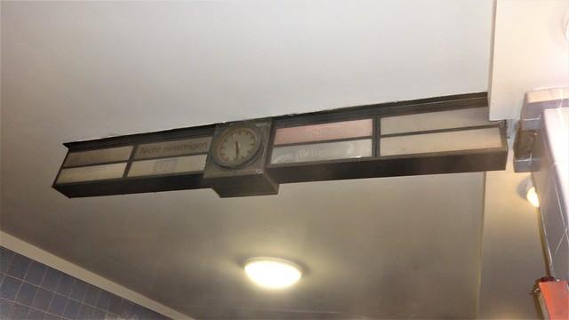 1928/30 Berlin Uhr und Zuganzeiger U-Bahnhof Weinmeisterstraße U8 auf der GN-Linie von Alfred Grenander/Alfred Fehse in 10178 Spandauer Vorstadt