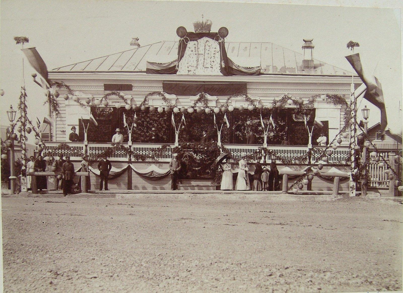 16. 1891. Хабаровка. Магазин Чурина и К. во время пребывания наследника цесаревича