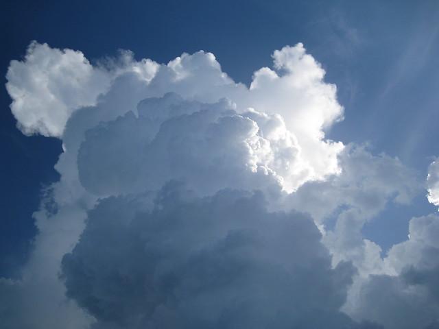 the huge thunderstorm cloud