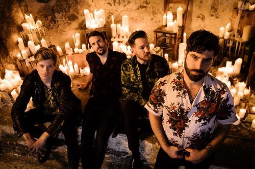 英國搖滾樂團 Foals 發布新曲影音 black Bull 1