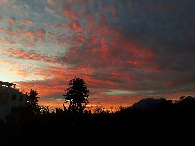 Morning. San Pedro la Laguna, #Guatemala. . . . . #travel #housesitting #locationindependent #amwriting #housesitter #digitalnomad #sunrise #lakeatitlan #lagoatitlan #solola #chapin