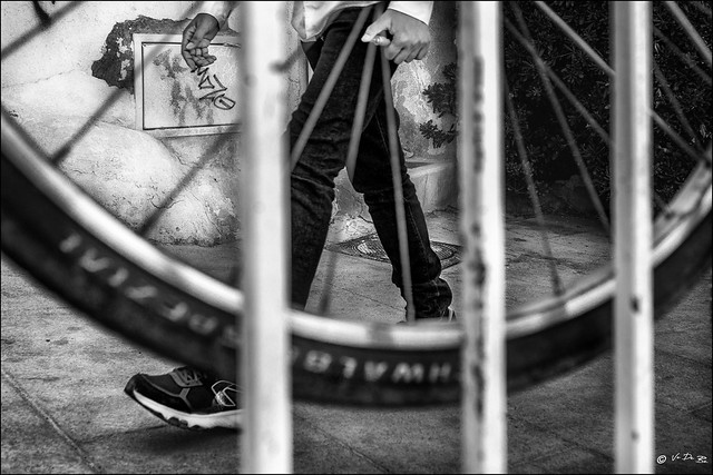 Les pieds dans les rayons... /  Feet in the wheel radius...