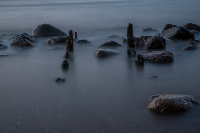 Baltic Sea - Stones and wooden posts - 5161