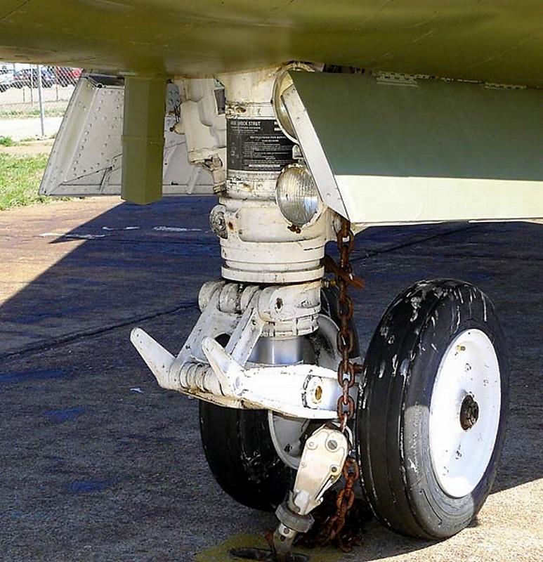 LTV A-7D Corsair II 4