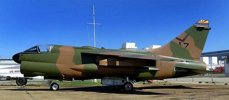 LTV A-7D Corsair II 2