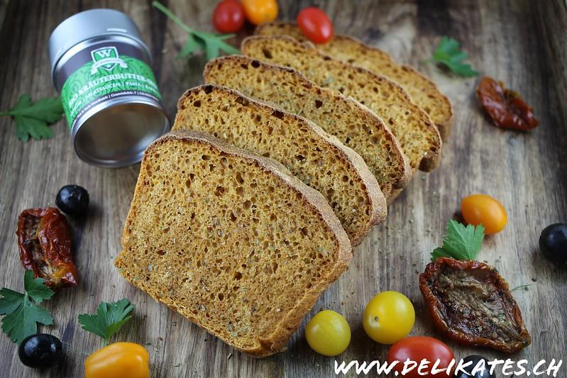 Tomatenbrot Rezept mit getrockneten Tomaten und Oliven