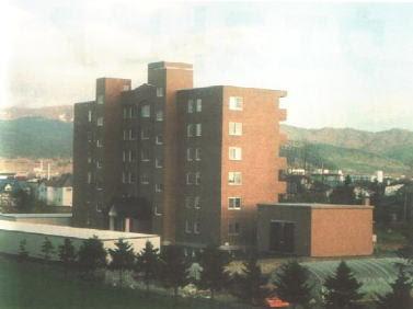 *圖說:位於美唄市,1999年建成的租賃大樓West Palace,是世界上第1棟設有雪空調的大樓。(出處)
