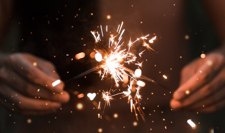 Two sparklers. Image by Ethan Hoover, https://unsplash.com/photos/KkI9YpmO-mc
