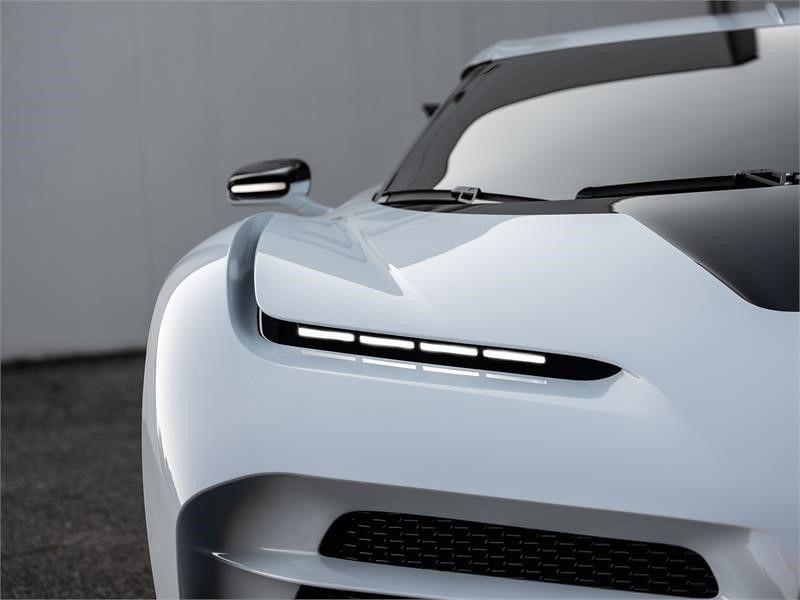 f261858b-bugatti-eb110-hommage-10